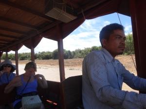 Camboja_Caminho para kompong-khleang_Piquenique no barco